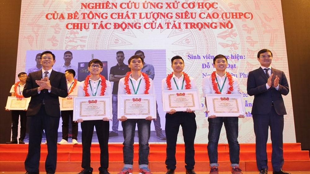 Trao thưởng cho 279 công trình nghiên cứu khoa học của sinh viên năm 2019