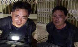 Thiếu tá cảnh sát giao thông nhảy xuống ao tóm kẻ trộm 6 con chó