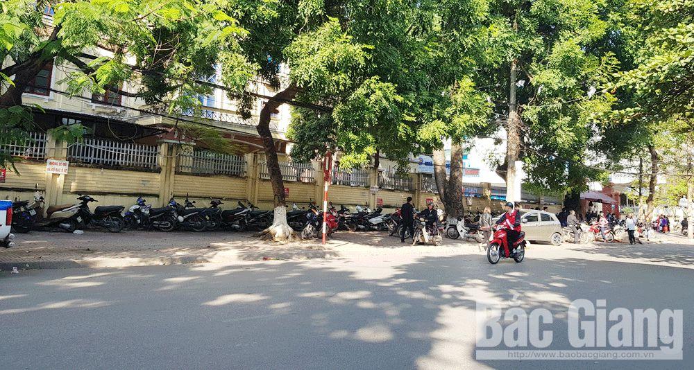 Giải tỏa điểm giữ xe lấn chiếm vỉa hè, cổng Bệnh viện Đa khoa Bắc Giang, TP Bắc Giang
