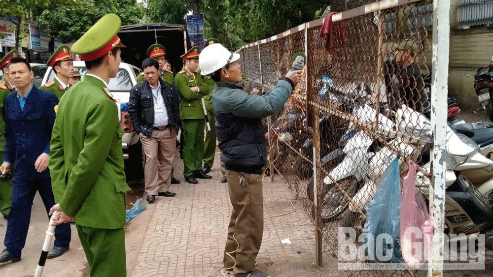 Giải tỏa điểm giữ xe chiếm vỉa hè lâu năm tại cổng Bệnh viện Đa khoa Bắc Giang