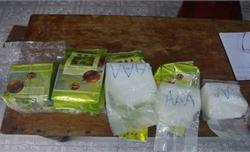 Lại thêm 8 kg ma túy đá dạt vào bờ biển Thừa Thiên Huế