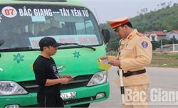 Bắc Giang: Xử lý 209 trường hợp xe ô tô chở khách, đưa đón công nhân, học sinh vi phạm