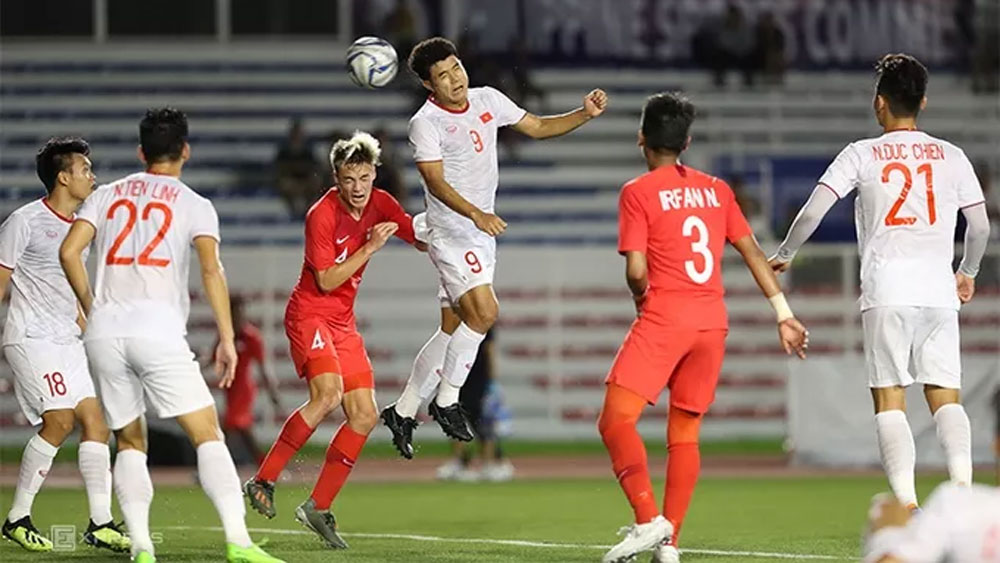 Duc Chinh heads Vietnam past Singapore for fourth consecutive win