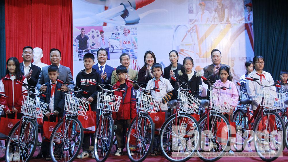AIA Life Insurance Company, 65 bicycles, impoverished students, Bac Giang province,   Fund for Protection of Children's Right