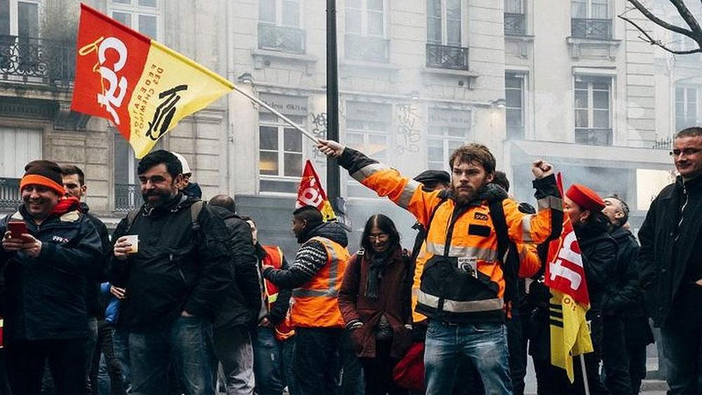 Pháp, Nguy cơ vận tải công cộng tê liệt, đình công lớn
