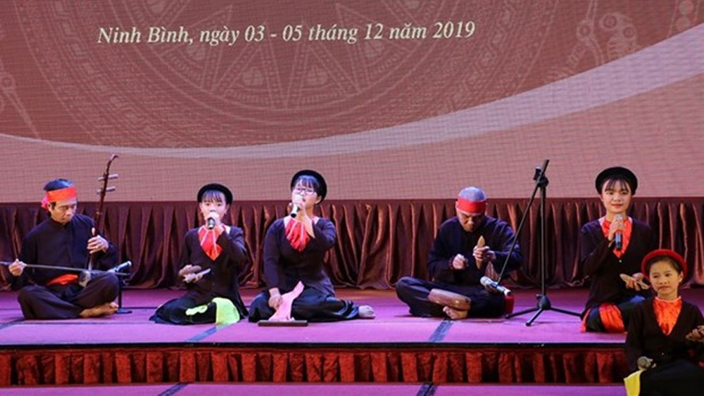 Xam singing competition held in Ninh Binh