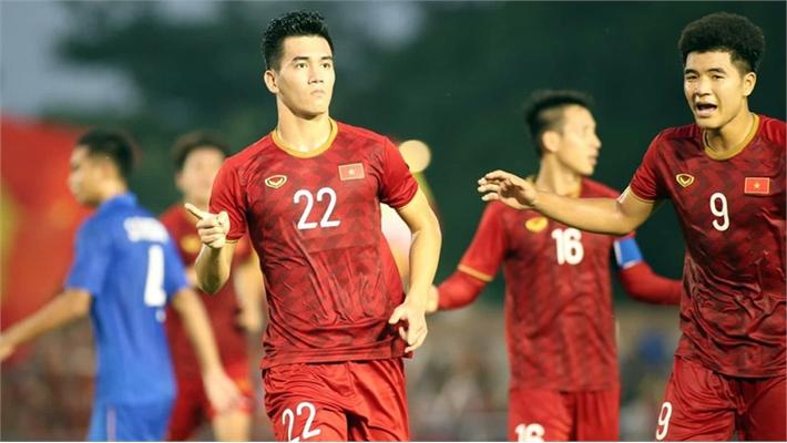 Clip: Tiến Linh dễ dàng đánh bại thủ môn U22 Thái Lan, gỡ hòa 2-2