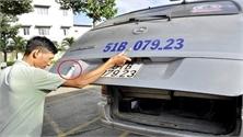 Hai tài xế làm rơi học sinh bị phạt tiền