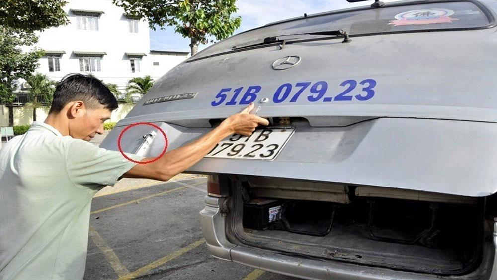 Vụ xe đưa đón làm rơi học sinh xuống quốc lộ, Đề nghị, Công an điều tra, hành vi , làm giả giấy phép lái xe