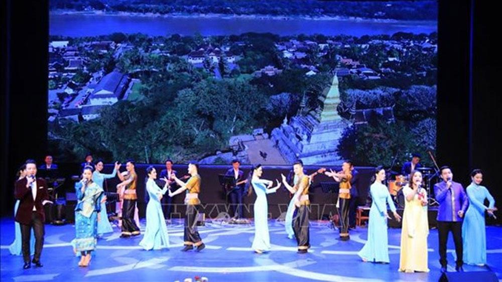 Vietnam Culture Week, Laos, art show, folk dances and music,  important cultural exchange,  cultural and tourism cooperation