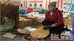 Bac Giang's Ke rice cracker attracts many customers at Vietnam China International Tourism and Trade Fair