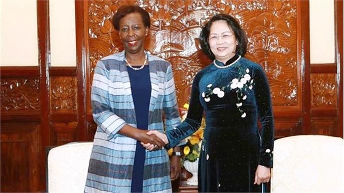Vietnam backs Francophone community's efforts for world peace