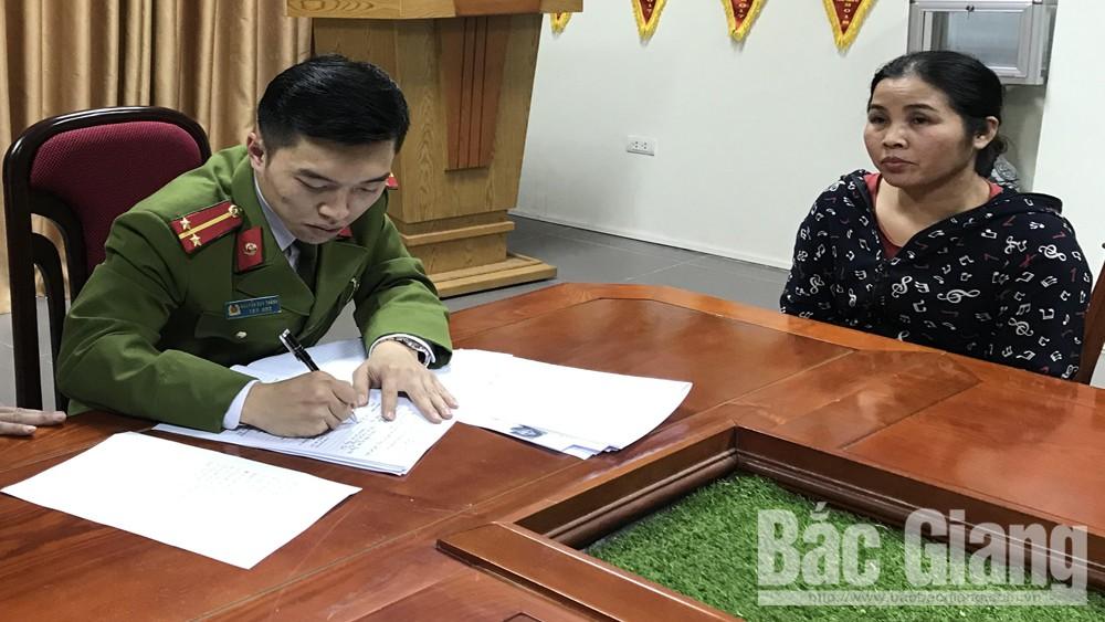 Nguyễn Thị Hiền tại cơ quan công an.