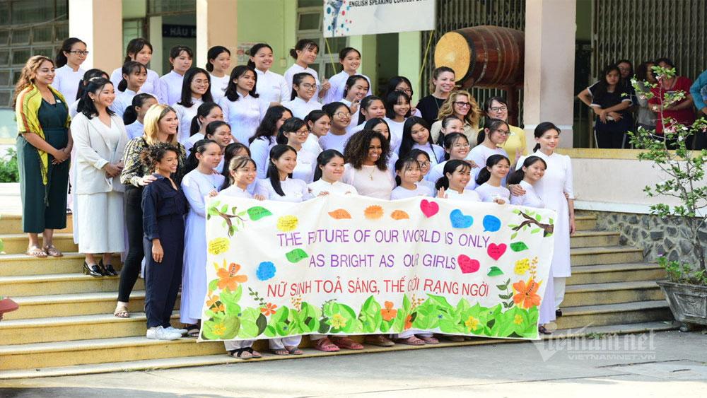 Cựu Đệ nhất Phu nhân Tổng thống Mỹ Michelle Obama, Trường THPT Cần Giuộc, Long An,