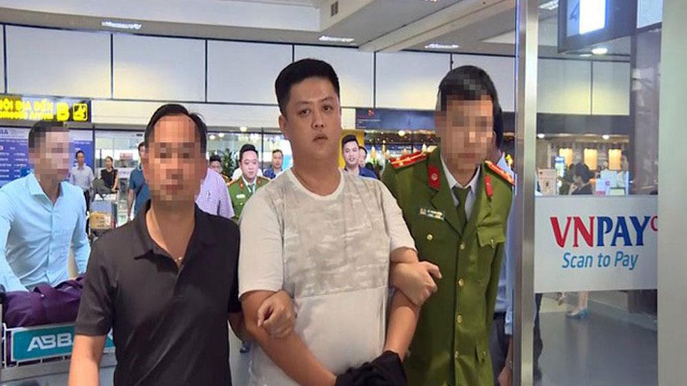 Bắt 3 nhân viên ngân hàng, bán thông tin doanh nghiệp, nhóm lừa đảo, Nguyễn Lê Thanh Tú, Đoàn Lê Trí Viễn