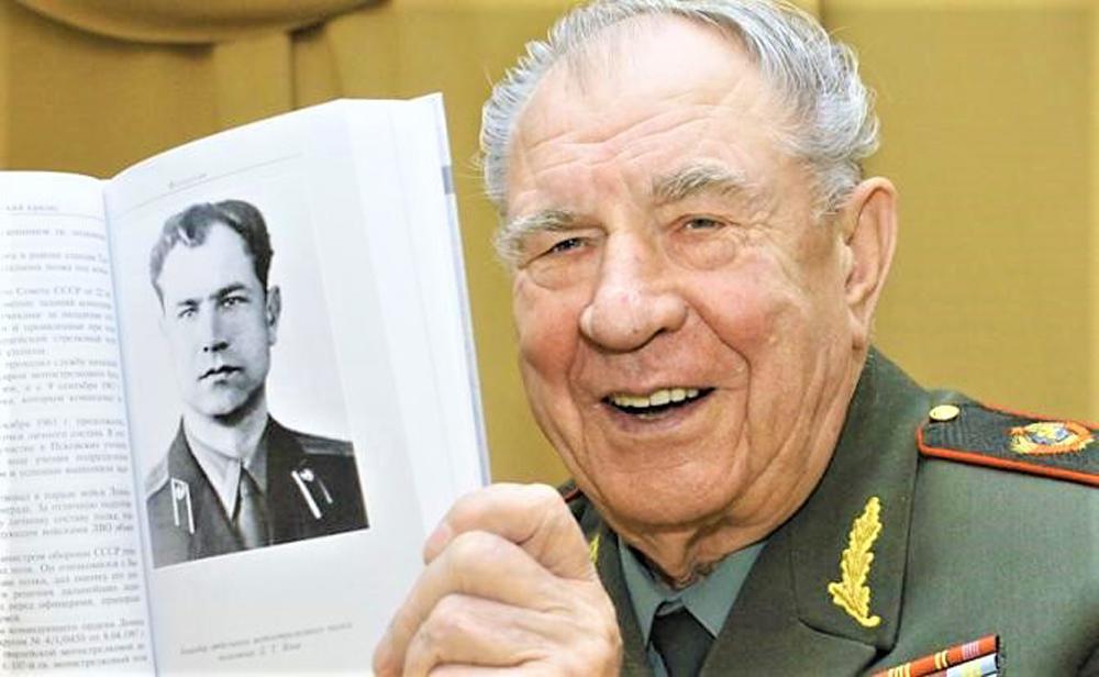 Dmitry Yazov, Nguyên soái Dmitry Timofeevich Yazov, nguyên soái Liên Xô cuối cùng, nguyên soái được Putin tặng đồng hồ