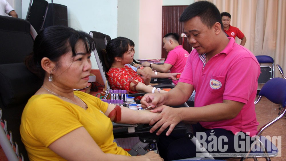 Bac Giang province, good deeds, voluntary blood donation, blood units, Red Cross Society, blood donation campaign,  outstanding individuals and families