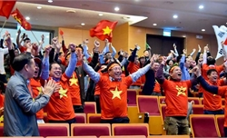 Lãnh đạo Bộ Ngoại giao mừng U22 Việt Nam vô địch