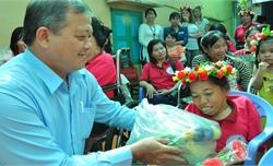 Hội Chữ thập đỏ Việt Nam: Phấn đấu 1,5 triệu suất quà Tết tặng người nghèo