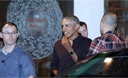 Vợ chồng cựu Tổng thống Obama ăn cơm ở TP Hồ Chí Minh