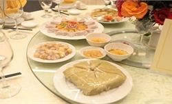 Thủ tướng chiêu đãi U22 Việt Nam bánh chưng, dưa hành