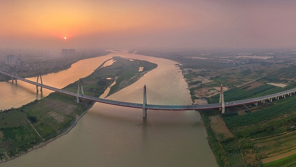 New heli-ride, perspective on Red River, helicopter tour, Vietnamese firm, unique bird's-eye view, Red River Delta, UNESCO natural heritage site
