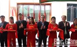 Cụm thi đua MTTQ Việt Nam khối các tỉnh trung du và miền núi phía Bắc trao nhà đại đoàn kết cho hộ nghèo xã Trí Yên