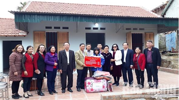 Trao nhà mới cho 2 học sinh có hoàn cảnh khó khăn tại huyện Sơn Động