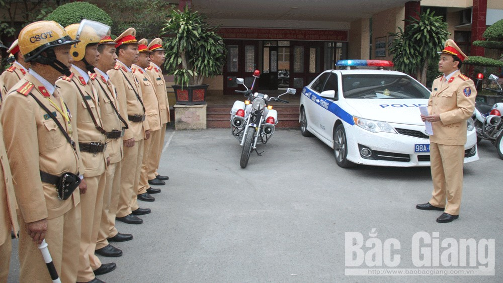 Lãnh đạo Phòng Cảnh sát giao thông (Công an tỉnh) quán triệt đợt cao điểm đến cán bộ, chiến sĩ.