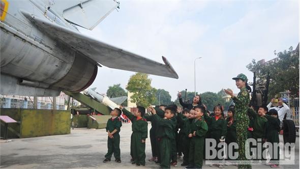 Học sinh Trường Mầm non Tân Mỹ tham gia trải nghiệm tại Bộ CHQS tỉnh Bắc Giang