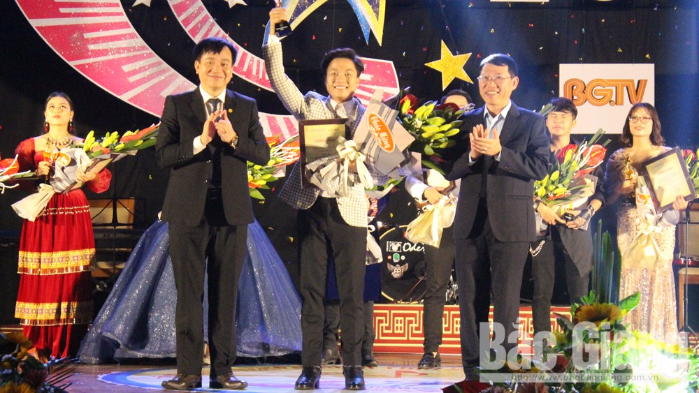 Nguyen Duc Tung, first prize, Bac Giang Television Singing Contest, Bac Giang province, final round, first prize winner, diverse performances