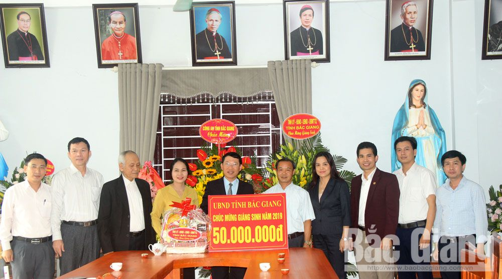 Provincial Vice Chairman, pre-Christmas visits, Bac Giang province, Ngo Xa parishes, Christmas occasion, Christmas greetings, significant contributions