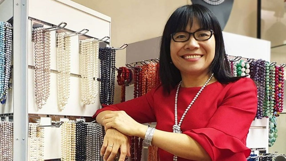 Small-town teacher, serial U.K. entrepreneur, woman's incredible journey, popular jewelry brand, foreign tourists