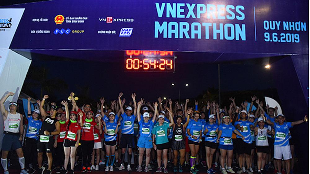VnExpress Marathon, Hanoi Midnight, 2,000 athletes, Super Early Bird registration, Team Heo Dat, Run to the Light