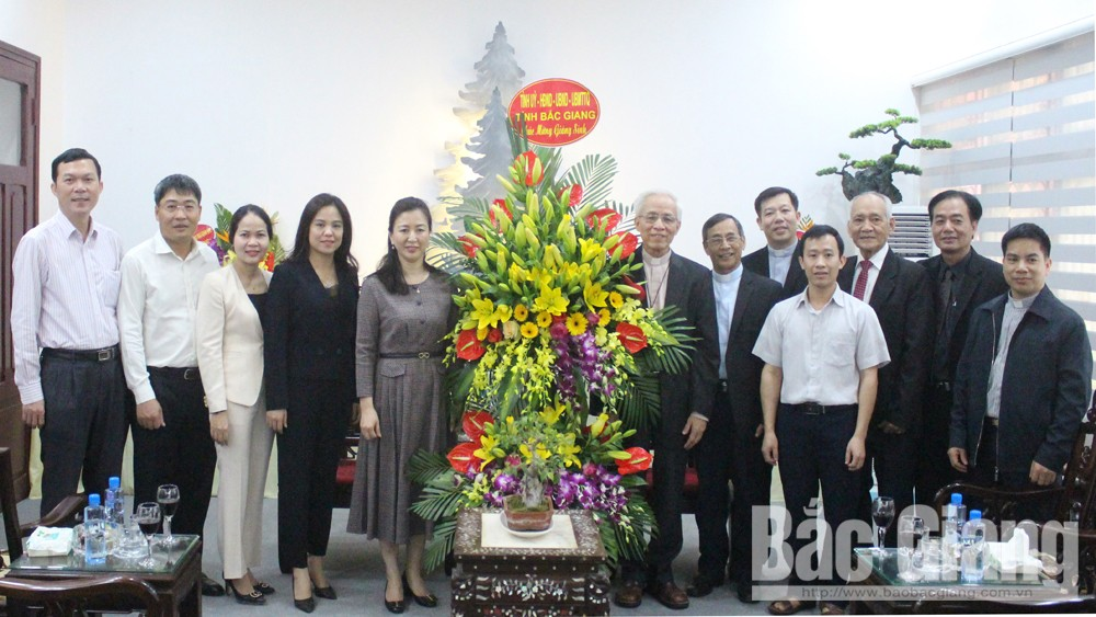 Bac Giang' leaders, Christmas greetings, Bac Ninh Diocese, Bac Giang province, Christmas occasion, Catholic dignitaries, socio-economic development