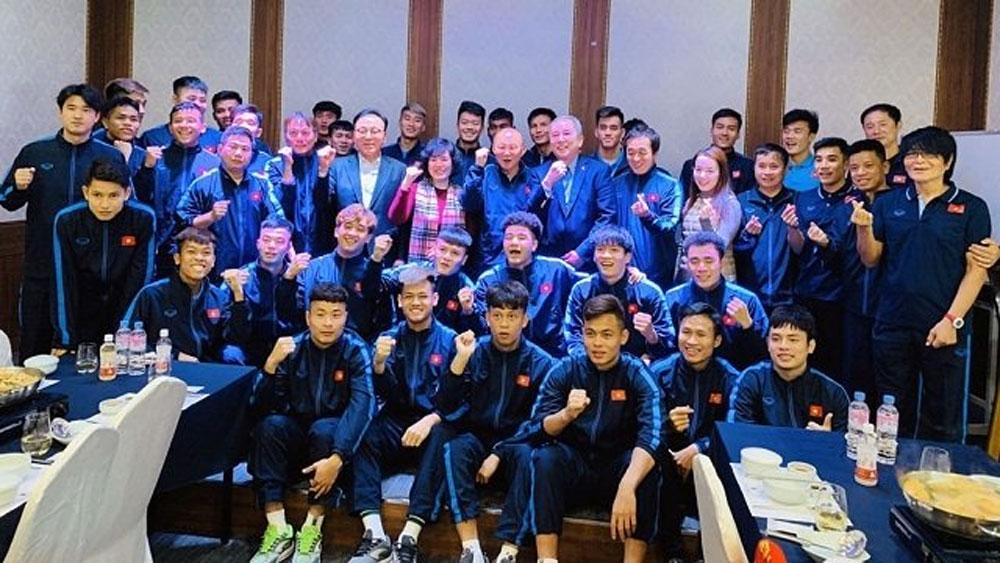 Vietnamese Ambassador to RoK, presents gifts, U23 team, coach Park Hang-seo, gold medal, important matches