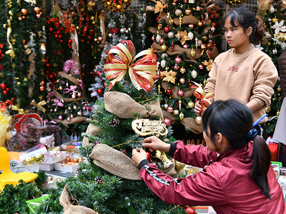 Christmas, more sparkling,  decorative lights, warm atmosphere, peaceful Christmas season