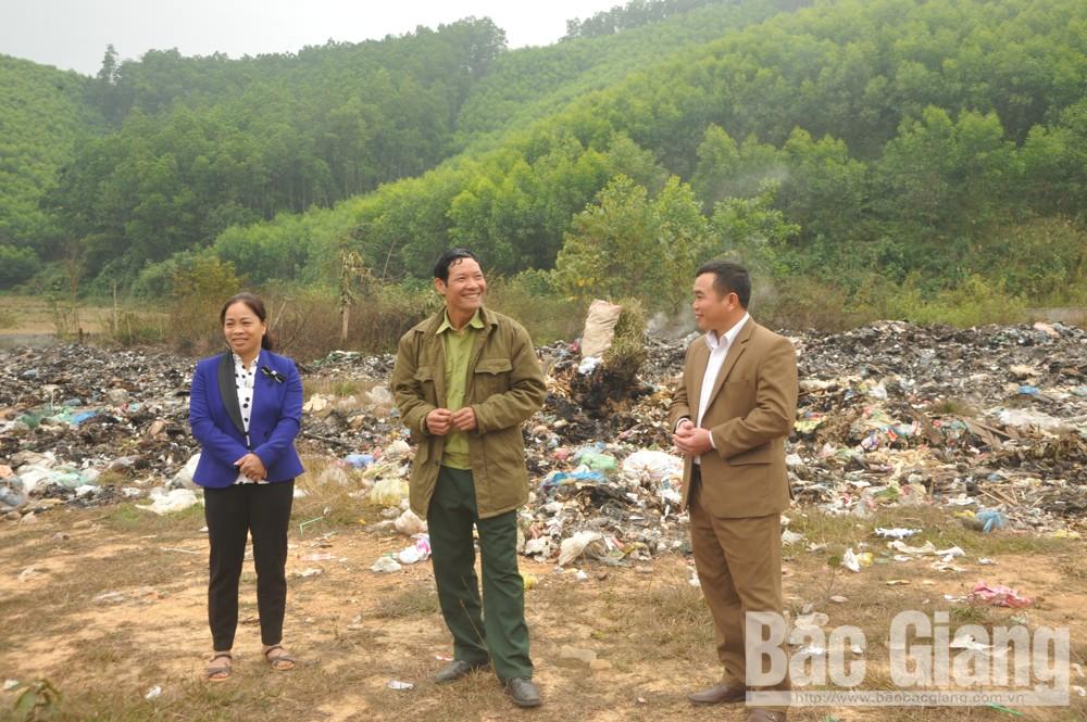 Cựu chiến binh Vi Văn Hùng, xã Dương Hưu, huyện Sơn Động (Bắc Giang), Mang rác về nhà