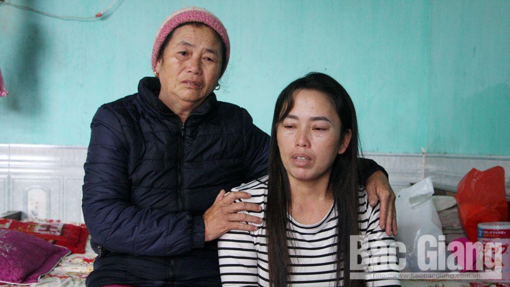 Bà Nguyễn Thị Hương (phải) cùng người thân.