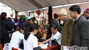 Khám, tư vấn sức khỏe miễn phí cho gần 500 người có công, hoàn cảnh khó khăn xã Châu Minh