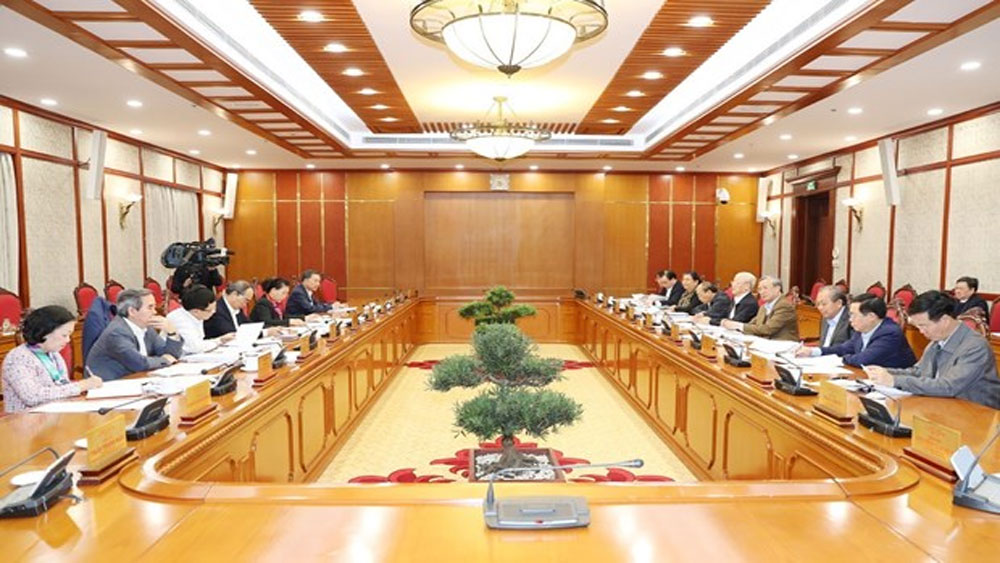Party leader chairs Politburo's meeting