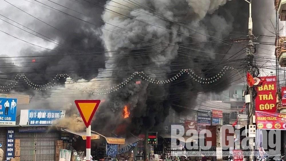 Bắc Giang: Xảy ra cháy lớn tại các ki-ốt bán hàng