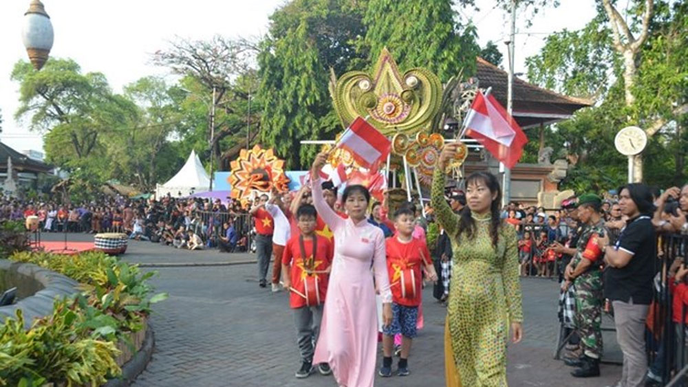 Vietnam promotes tourism at Indonesia's festival