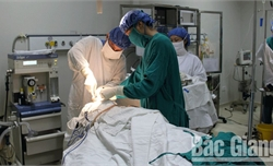 Vượt dự toán chi khám, chữa bệnh BHYT 128,37 tỷ đồng