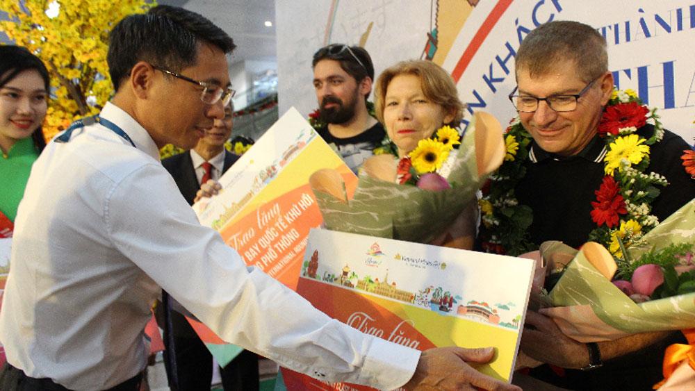 Việt Nam, đón khách quốc tế đầu tiên,