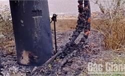 Đốt rác gây cháy dây điện
