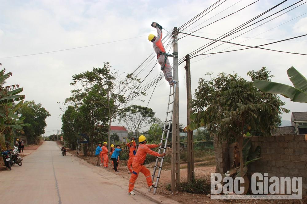 Cán bộ ngành Điện xây dựng công trình