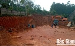 Lạng Giang: Liên tiếp xảy ra tình trạng khai thác đất san lấp mặt bằng trái phép