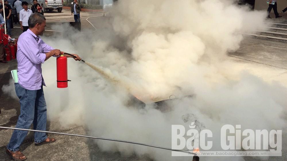Bắc Giang: Huấn luyện phòng cháy, chữa cháy; kỹ năng thoát nạn