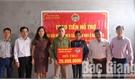 Hội Nông dân huyện Lục Ngạn trao tiền hỗ trợ cải thiện nhà ở cho hội viên nghèo